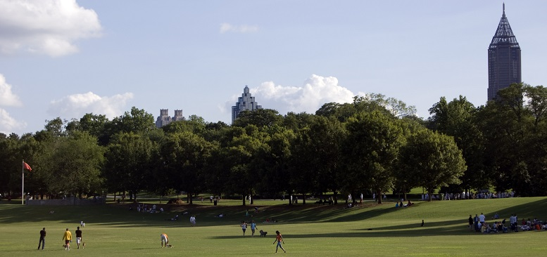 Urban green spaces offer many ecosystem services, including better mental and physical health. Photo by Goingstuckey, courtesy of Wikimedia Commons.