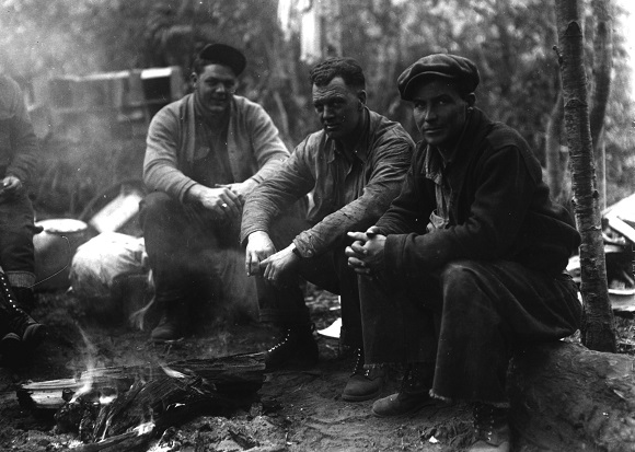 Poverty ridge fire camp on the Siskiyou National Forest, 1936. Photo courtesy of the U.S. Forest Service.